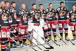 V ČERNÉM. Do nového ročníku vyjedou prostějovští hokejisté v černozlaté kombinaci
