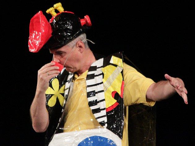 Michal Nesvadba v Prostějove předvedl svou hru Brnkačka.