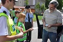 Policisté ve spolupráci s dětmi kontrolovali řidiče při akci nazvané Jezdíme s úsměvem