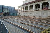 Umělé kluziště na prostějovském náměstí T. G. Masaryka už roste. 31.10. 2019