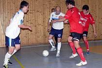 Futsalisté Anděla Prostějov (v bílém) proti Deltě Real Šumperk