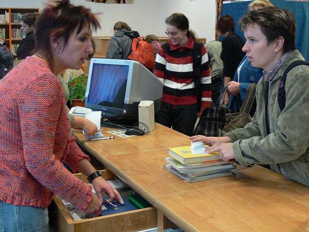 Knížky se v knihovně neprodávaly, ale půjčovaly.