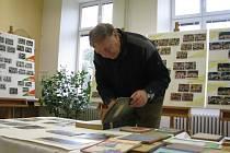 Ke sto letům výročí založení školy uspořádali v Kostelci na Hané výstavu