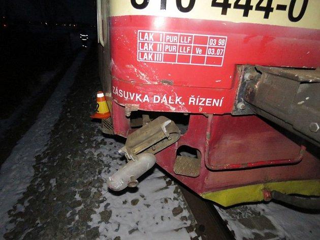 Srážka auta s vlakem se naštěstí obešla bez zranění.