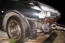 Opel po nárazu do svodidel