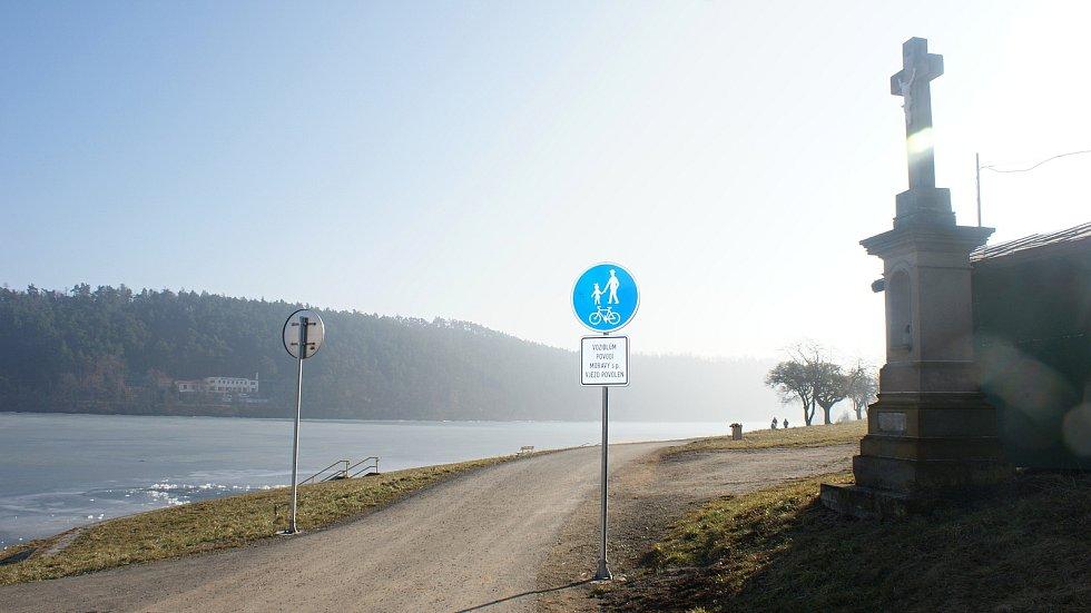 Pláž u Valáška na plumlovské přehradě - začátek března 2021