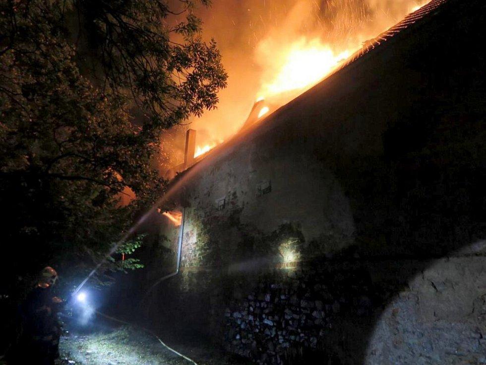 Noční požár na plumlovském zámku