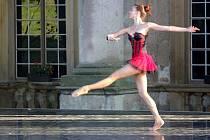 Na generálce na Baletní galavečer na plumlovském zámku tančili členové Moravského divadla Olomouc ještě bez kostýmů