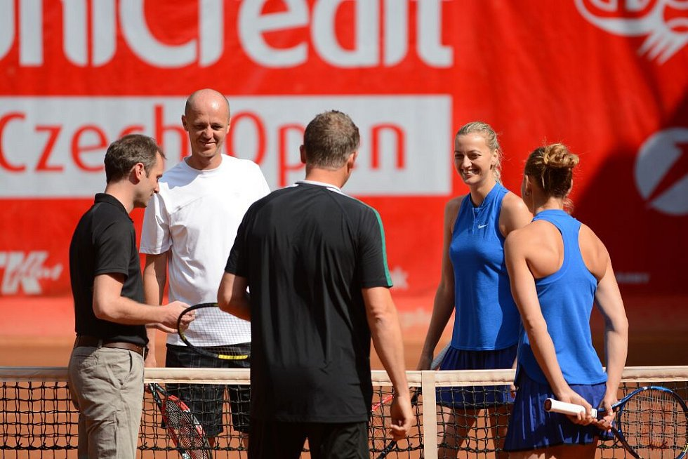Petra Kvitová, Petr Pála (zepředu), Lucie Šafářová, Jiří Novák (zezadu)