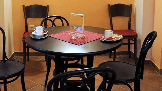 Kavárna ve Špalíčku při svém otevření v roce 2009. Ilustrační foto