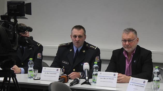 Prostějovští policisté informovali o rozsáhlé akci proti regionálním distributorům drog.
