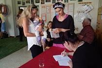 Slavnostní křest knihy Jak na to?, jehož autorkou je Markéta Skládalová, se konal v Mateřském centru Cipísek
