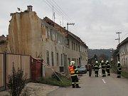 Hasiči zasahují u zříceného domu v Laškově