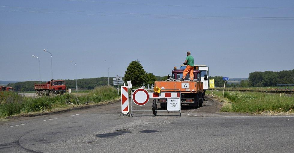 Stavba severního obchvatu uzavřela výpadovku na Kostelec na Hané.