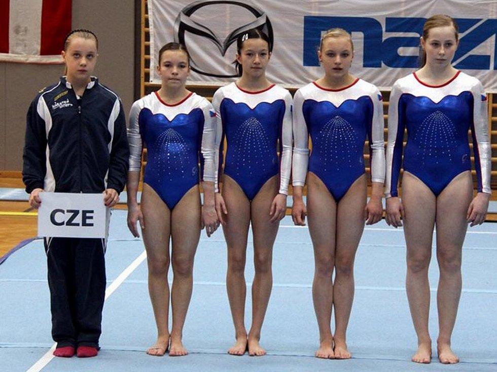 Veronika Pluskalová (uprostřed)