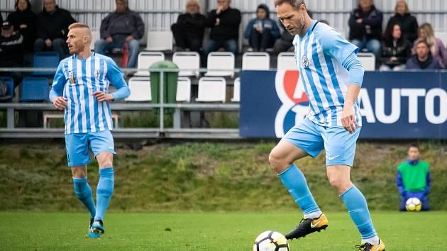 Fotbalisté Prostějova (v modrobílém)