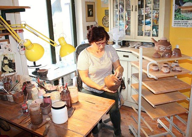 Manželé Marcela a Zdeněk Palíškovi vyrábí vKřenůvkách keramiku, která se dostala až do Austrálie.