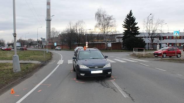 Následky střetu auta s chodcem v Kojetínské ulici v Prostějově