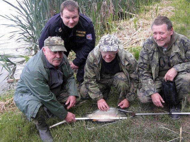 Policisté kontrolovali rybáře