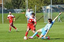 Prostějovští fotbalisté (v modrobílé) proti Velkému Meziříčí