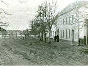 Náměstí před radnicí se zaplnilo prostějovskými občany.