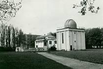 První návštěvníci začali do ještě ne zcela dokončené hvězdárny docházet již vprůběhu roku 1961 a od té doby úspěšně popularizuje astronomii široké veřejnosti i mimo hranice našeho okresu.