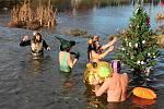 Jako v předchozích 36 letech, tak i letos se přesně v pravé poledne ponořilo do vody plumlovské přehrady nespočet otužilců. 24.12. 2019
