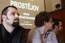 Veřejné projednávání návrhu územního plánu města Prostějova - vlevo architekt Jakub Kynčl - říjen 2011
