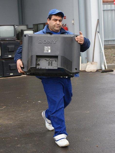 Součástí sběrného dvora v prostějovské Průmyslové ulici se stal E-domek na vyřazené elektrospotřebiče