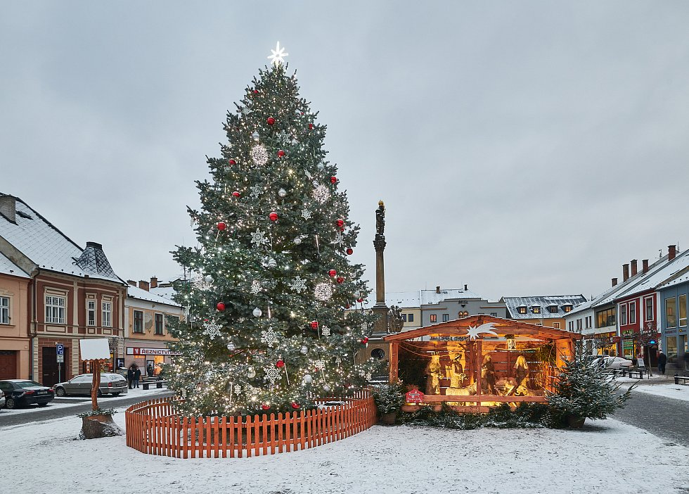 Vánoční strom 2020 na náměstí Svobody v Mohelnici.
