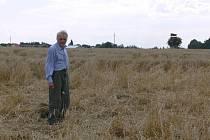 Už několik let řeší zemědělci, kteří hospodaří na polích sousedících s Vojenským újezdem Březina, ztráty na úrodě způsobené černou zvěří.