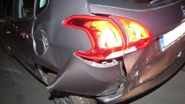 Na dálnici u Držovic narazil jeden řidič do druhého. Z místa nehody ujel