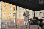 Před sochou T. G. Masaryka, se v neděli sešlo několik stovek lidí, aby uctili výročí 30. let sametové revoluce. 17.11. 2019