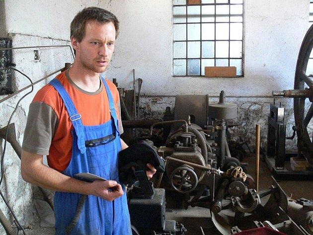 Depozitář stacionárních zemědělských motorů v Nezamyslicích na Prostějovsku