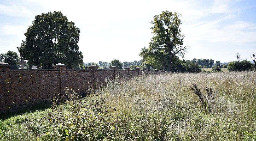Hřbitov v Němčicích nad Hanou čeká rekonstrukce. Vybuduje se nové kolumbárium. 7.9. 2021