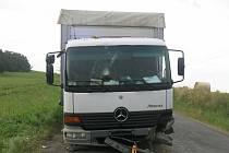 Řidič náklaďáku s abnormálním obsahem alkoholu v krvi skončil mimo silnici. 16.8. 2021