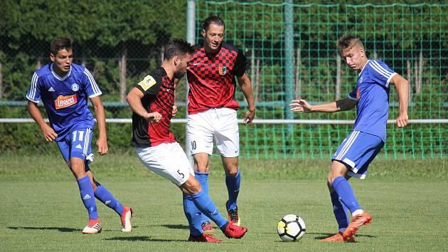 Přípravný zápas mezi Prostějovem (v červeném) a juniorkou Sigmy Olomouc.