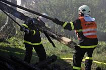 Požár střechy rodinného domu v Hrochově