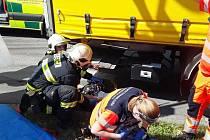 Ve středu odpoledne se v Dolní ulici stala vážná dopravní nehoda, kdy kamion srazil cyklistku. 16.6. 2021