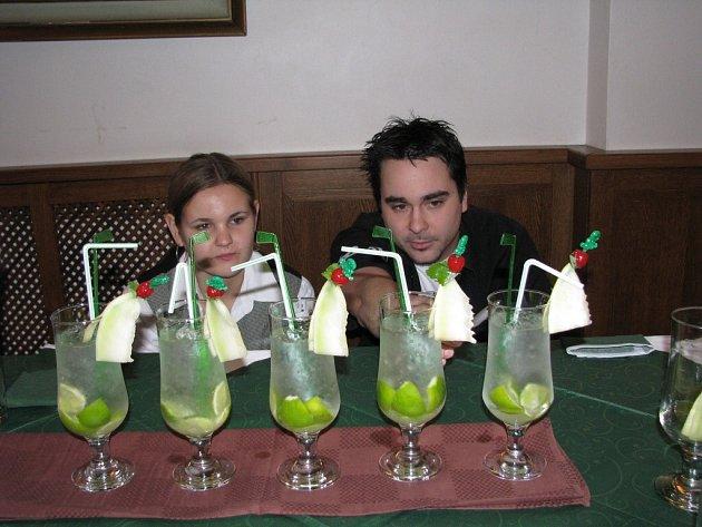 barman_drinky_hanacky_pohar
