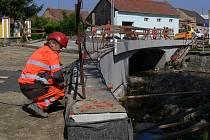 Oprava mostu v Hradčanech