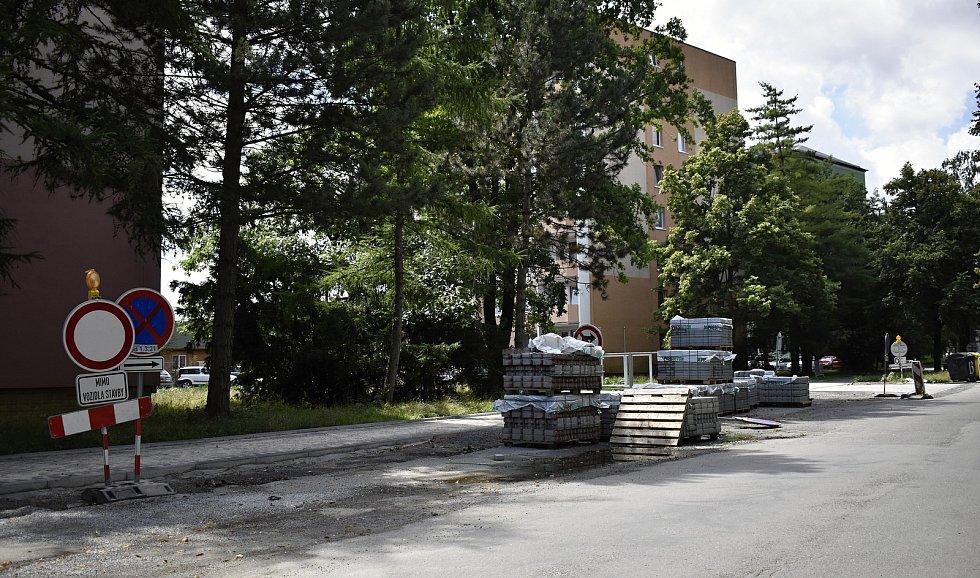 Hned několik uzavírek v centru Prostějova straší řidiče od začátku prázdnin a také s počátkem měsíce srpna. Aktuální stav ulice B. Šmerala. 2.8. 2021