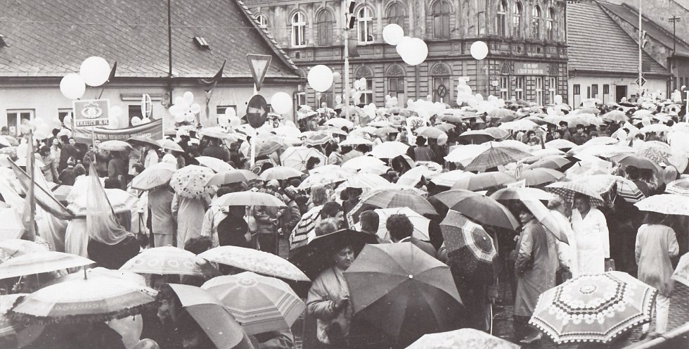 1. Svátek práce je mezinárodní dělnický svátek, který se slaví od roku 1890 na počest stávky amerických dělníků v Chicagu dne 1. května 1886. Před listopadem 1989 se pořádaly prvomájové průvody s hojnou účastí všech skupin obyvatelstva.