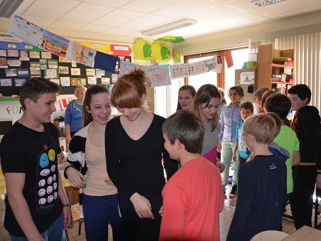 Žáci ze Základní školy v Olšanech u Prostějova se v březnu podívali díky loutkám i do Belgie.