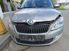 V jedné z kosteleckých křižovatek se srazila dvě auta. Při nehodě se zranila jedna žena.