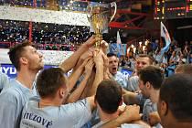 Basketbalisté Prostějova se radují z vítězství v Českém poháru