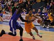 Prostějovští basketbalisté pětatřicet minut na soupeřem vedli, pak ale přišlo velké množství ztrát. Ostrava duel otočila a sebrala tak Hanákům naději na první letošní výhru.