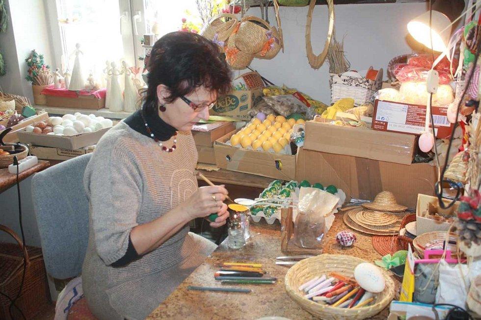Výroba kraslic v dílně u Miloslavy Zatloukalové