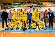 BK Olomoucko (ve žlutém) porazilo Svitavy 100:88 a získalo ligový bronz.