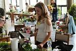 Sedmnáctiletá studentka Veronika Mikulášková z Prostějova zvítězila v celostátním finále floristické soutěže.